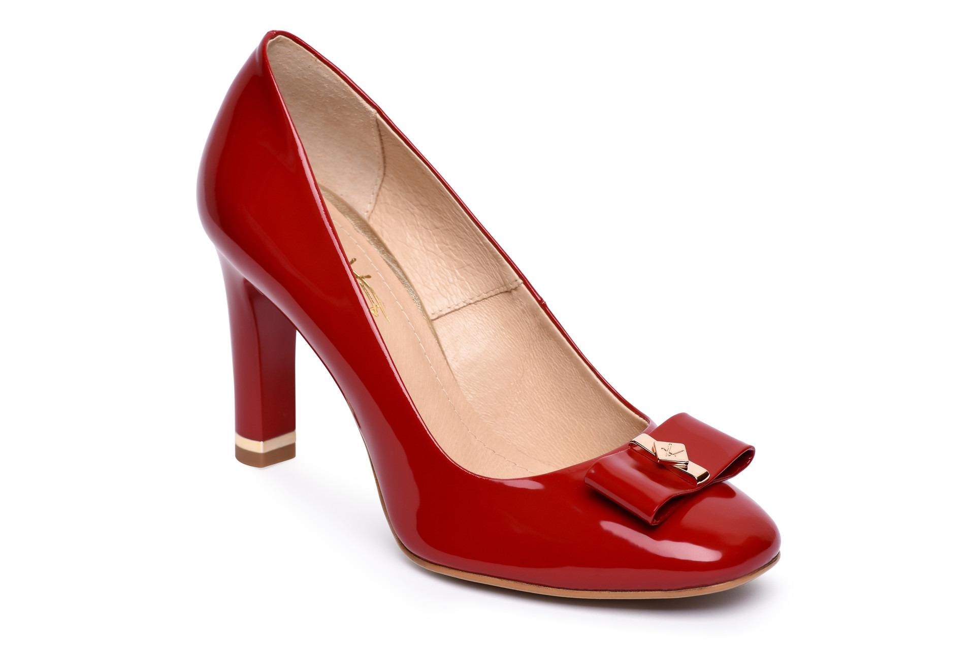 ca4894cbd287d GALLERY SHOES - Lodičky - Lodičky červené lakové s ozdobou na špici KATI
